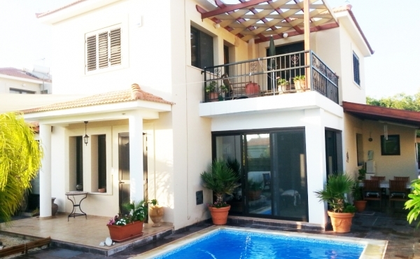 REDUCED - Lovely three bed house for sale near the beach in Pervolia Larnaca