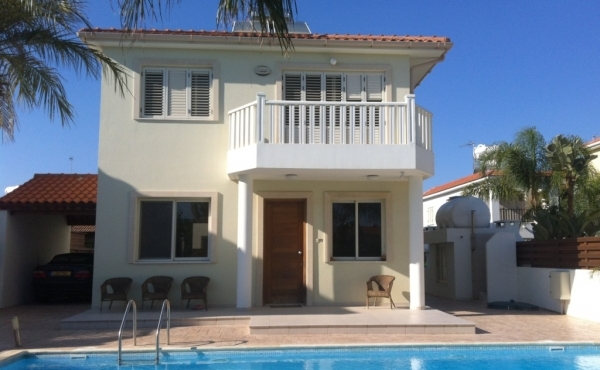 Buy a three bed villa with pool in Pervolia Larnaca