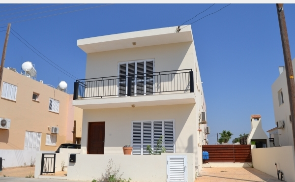 Detached house for sale in Pervolia Larnaca