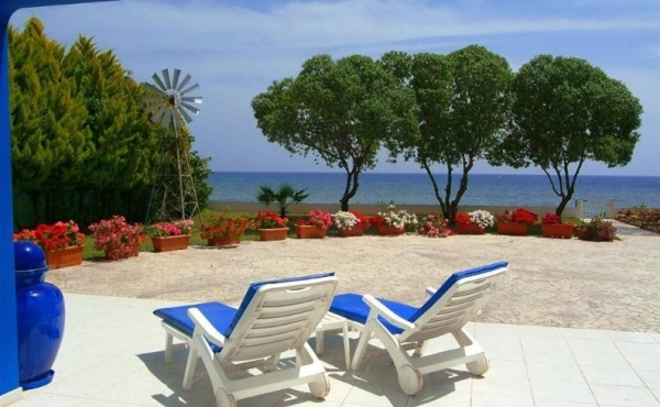 Luxury sea front villa for rent in Meneou Larnaca