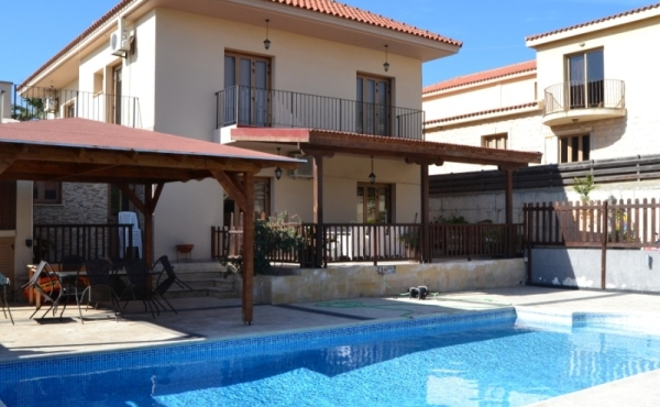 House with pool for sale in Tersefanou Larnaca