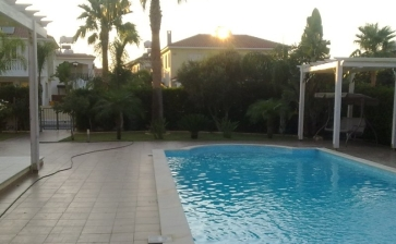 MZ271, Four bedroom house for rent in Pervolia with pool