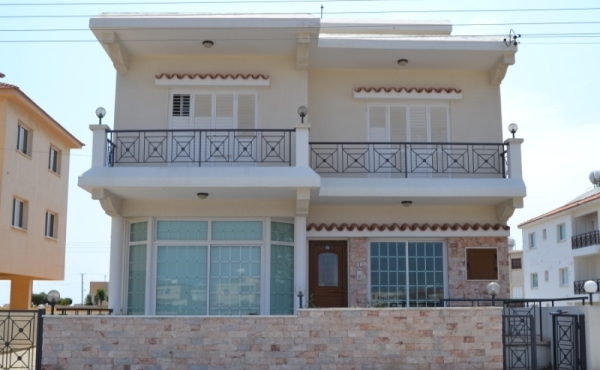 RENTED - Large four bed house for rent in Pervolia