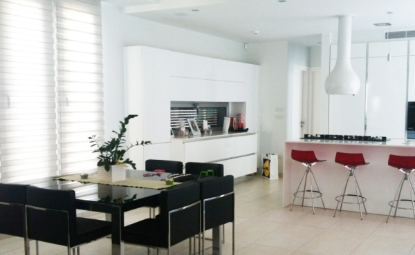 Luxury 3 bed house for rent with pool in Pervolia