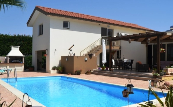 Detached villa for sale in Pervolia