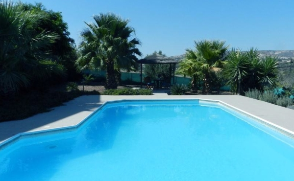 Detached house for rent in Maroni with pool