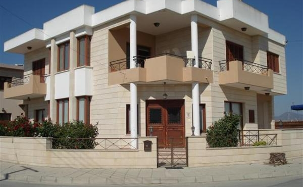 Detached house for sale in Dromolaxia Larnaca
