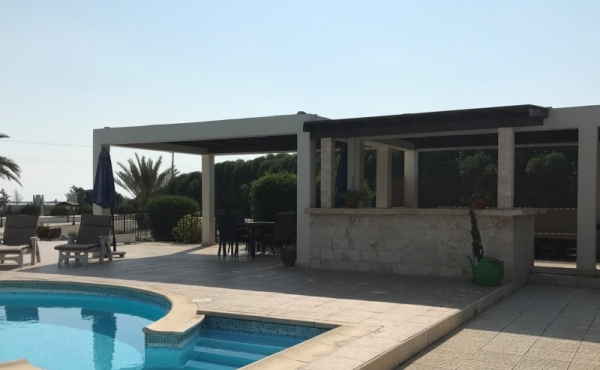 Luxury 5 bed villa for rent in Meneou