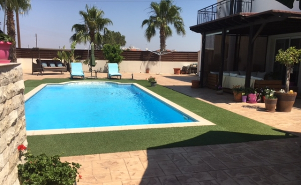 Four bed house for sale with pool in Pervolia