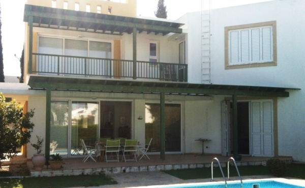 Three bed detached villa for sale in Pervolia