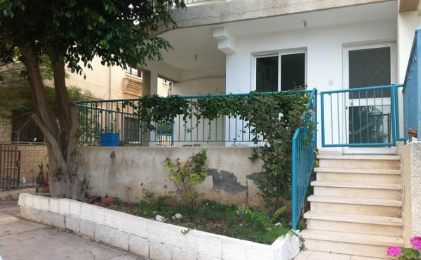 Three bed ground floor resale apartment