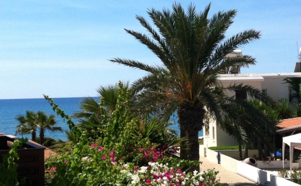 Two bed beach house for sale in Pervolia