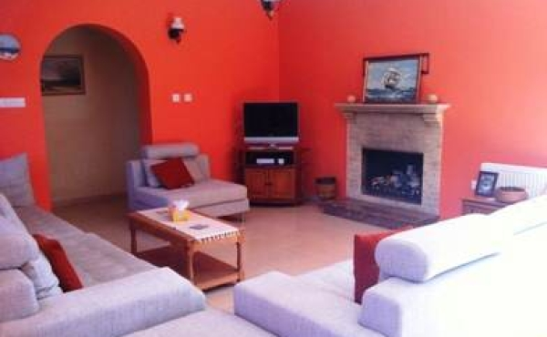 Three bed detached bungalow for sale in Maroni